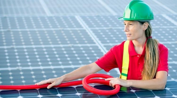 solar-worker-VA AEE_crop_2.jpeg